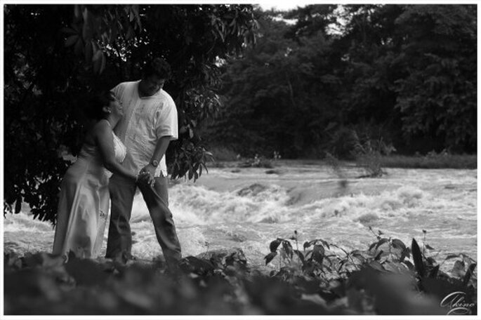 Foto de preboda cerca del rio y en la naturaleza - Foto Emmanuel Aquino