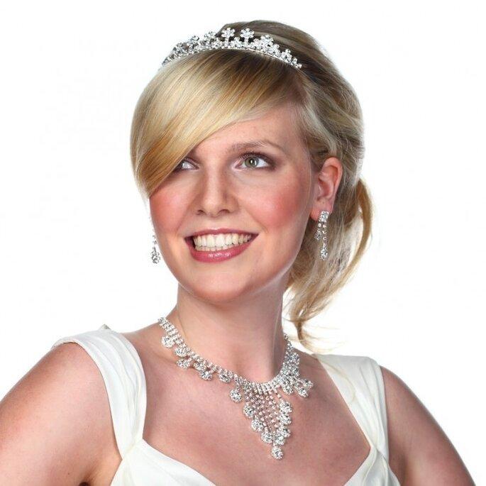 Der Brautschmuck soll das Outfit und die Persönlichkeit unterstreichen - Foto: www.brautschmuck24.com