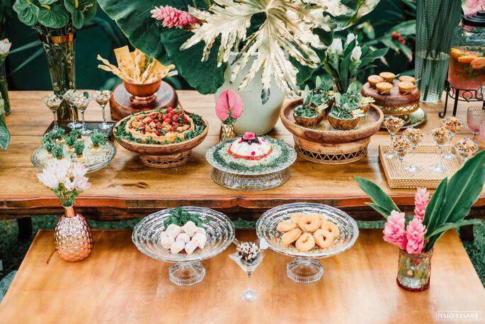 Decoração tropical mesa de comidinhas