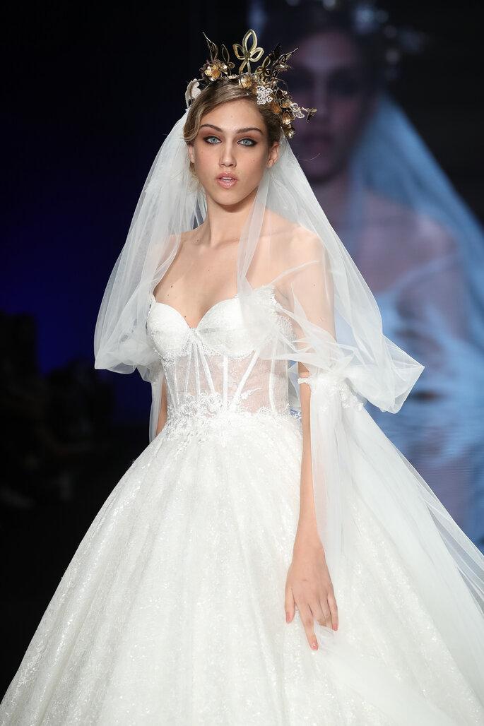Velo de novia mediano de tul con largo hasta los codos