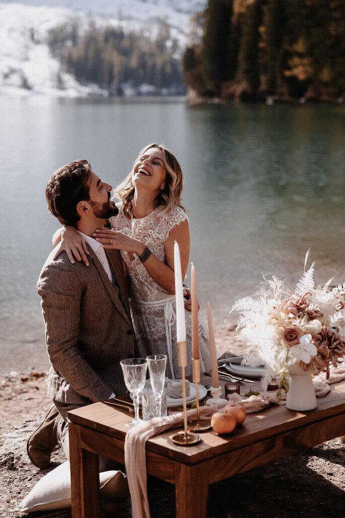 Brautpaar vor Winterkulisse