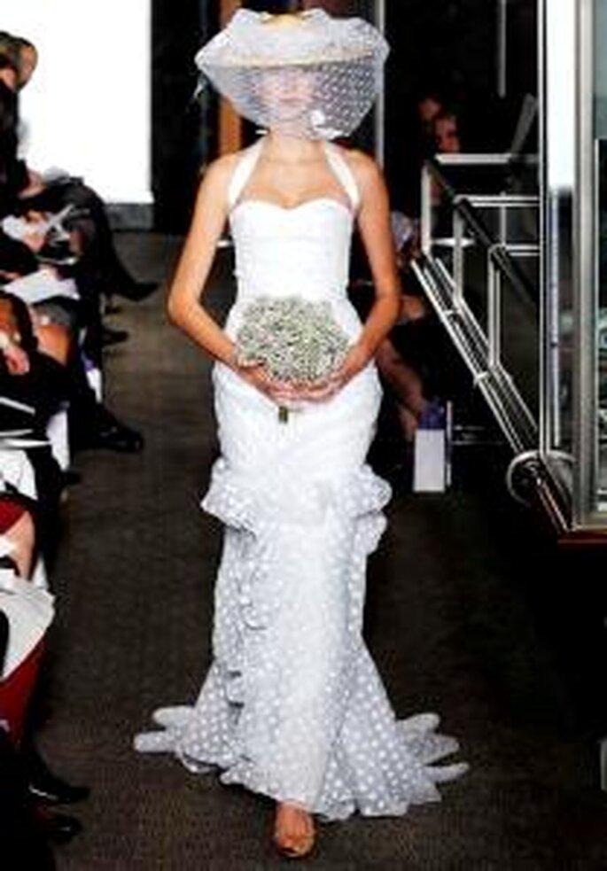 Carolina Herrera 2010 - Vestido largo en organza con lunares blancos, escote halter, corte sirena