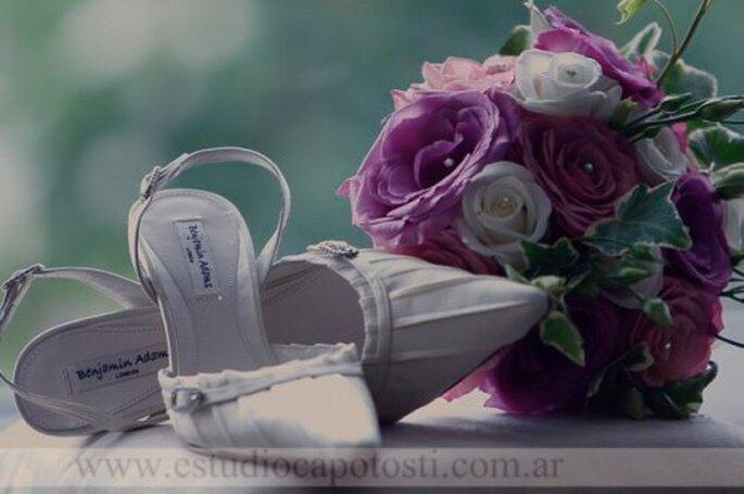Wer ein geschicktes Händchen hat, binden sich seinen Brautstrauß einfach selbst – Foto: Estudio Capotosti