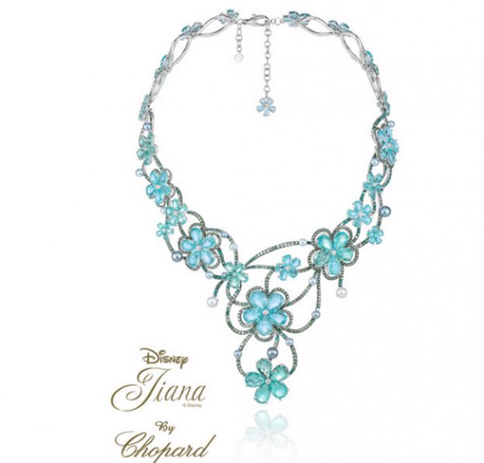 Gargantilla para novia hecha con piedras preciosas y flores en tono azul inspirada en Tiana - Foto Chopard