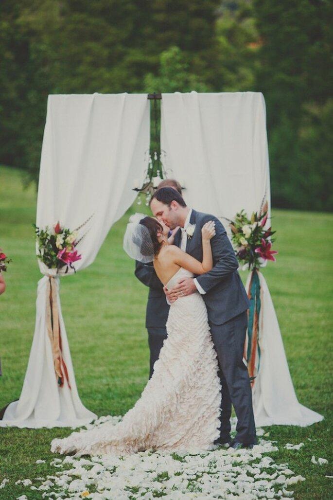 Los besos más románticos en una boda - Foto Teale Photography