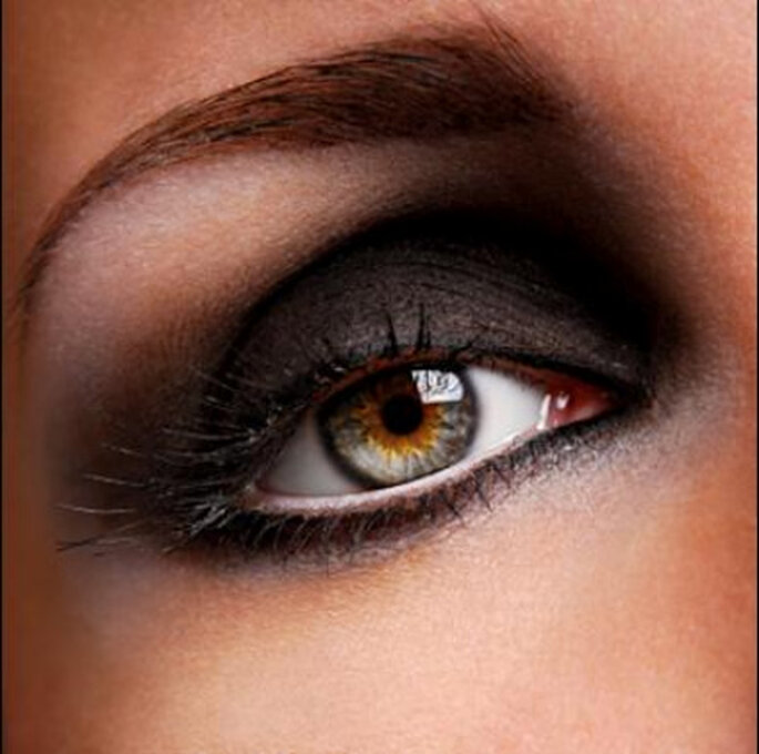 El maquillaje efecto ojos ahumados es el maquillaje de moda para las novias 2011