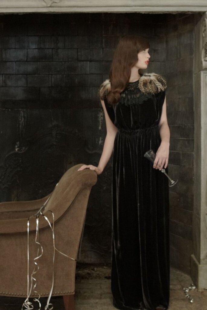 Extravagante Kleider in Schwarz sorgen für einen Eyecatcher – Foto: bhldn