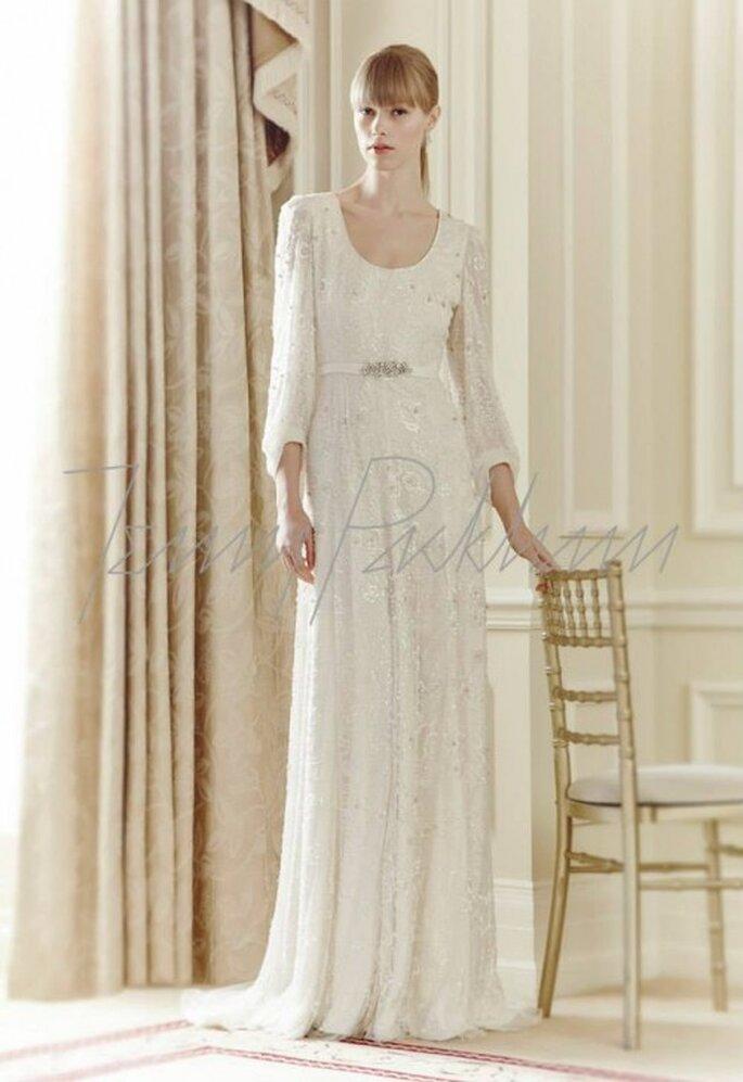 Vestido de novia 2014 con estilo vintage, mangas, silueta holgada y detalle de pedrería - Foto Jenny Packham