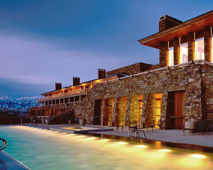 Heiraten Sie unter freiem Himmel in der Ferne und verbringen Sie im Anschluss direkt in einem der Luxus-Hotels Ihre Flitterwochen.