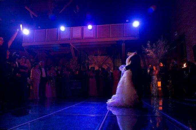 El primer vals de los novios bajo una iluminación muy romántica - Foto Pepe Orellana