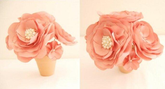 Flor artificial para boda. Foto de Handmade by Sara Kim.