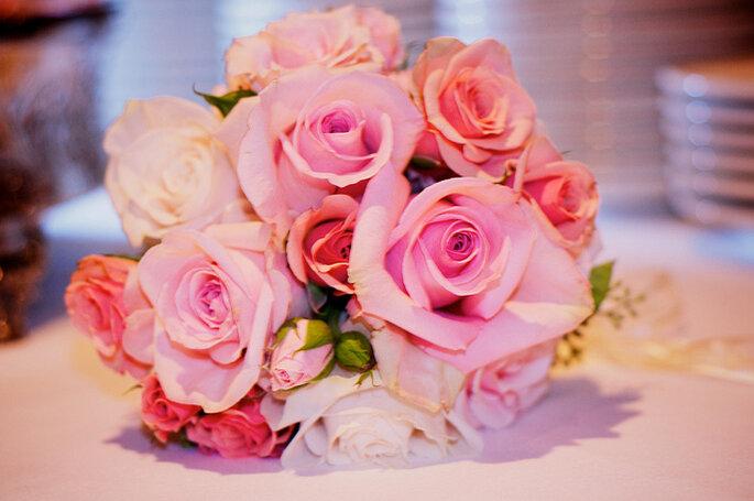 Bouquet con rosas rosas en diferentes tonos. Foto: Natasha Sosby
