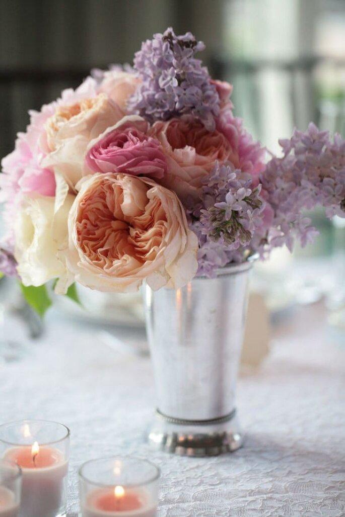 Centros de mesa con flores color púrpura y lila - Foto Susan Jackson Photography