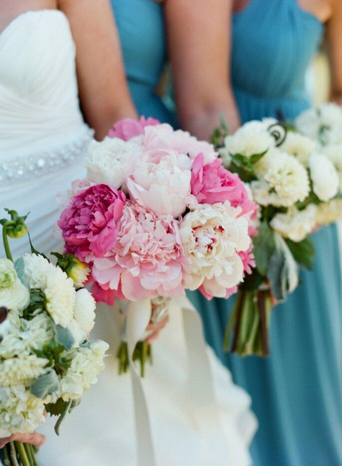 Elige un ramo de novia con las flores que más te gusten para reflejar tu estilo - Foto Carrie Patterson