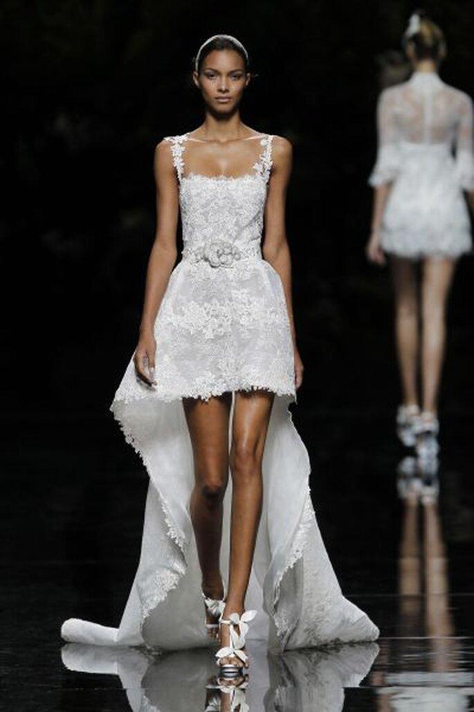 kurzes Brautkleid mit Trägern und Schleppe - Desfile PRONOVIAS