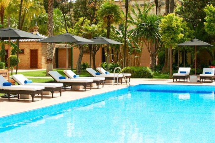 Une piscine au milieu d'un jardin luxuriant, que rêver de mieux ?  - Hôtel Alfonso XIII à Séville