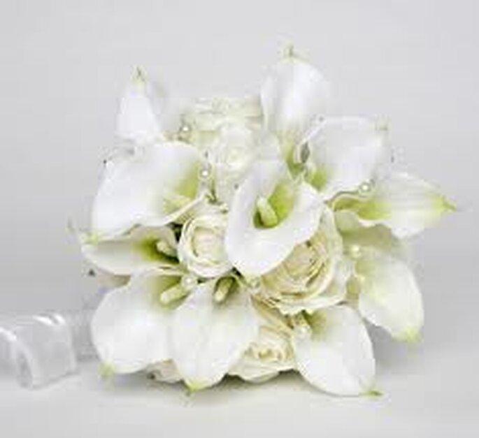 Un clásico que trasciende las estaciones: blanco y fresco para una boda en un soleado día estival