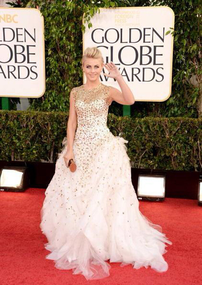 Julianne Hough con un vestido Monique Lhuillier en los Golden Globes 2013 - Foto Monique Lhuillier Facebook