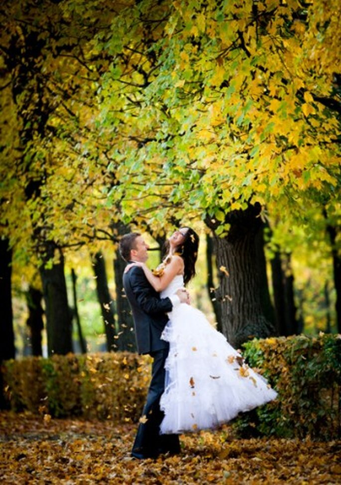 Hojas para tu boda en temporada otoñoinvierno. Imagen Natalia Chmielovieks Boda otoñal