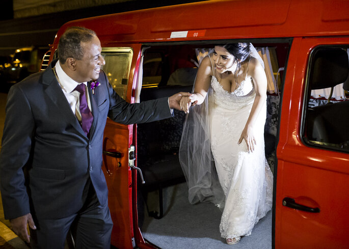 Aluguel de carro: Kombi Wedding - Fotografia: Andre Alves