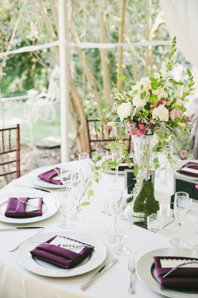 Detalles en color violeta para la decoración de tu boda - Foto Onelove Photography
