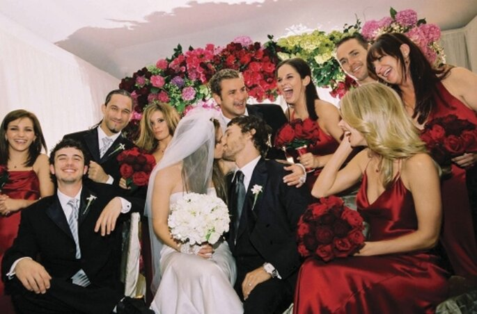 Con sus madrinas y padrinos en su boda con Kevin Federline