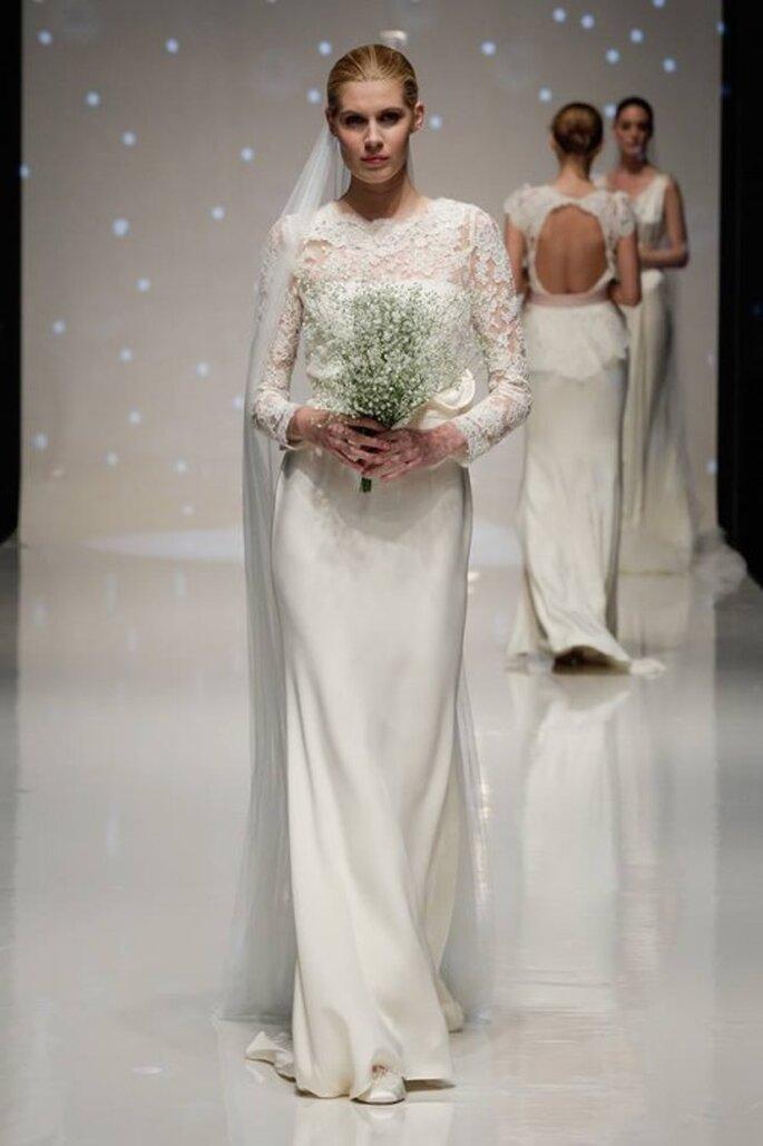 Vestido de novia 2014 en color blanco con falda minimalista y top con mangas largas confeccionadas con encaje y escote ilusión - Foto Elizabeth Stuart