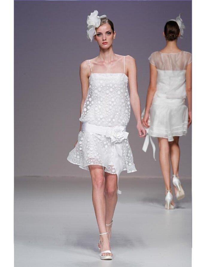 Kurzes Brautkleid mit Muster (Punkten) von Cymbeline aus der Kollektion 2012