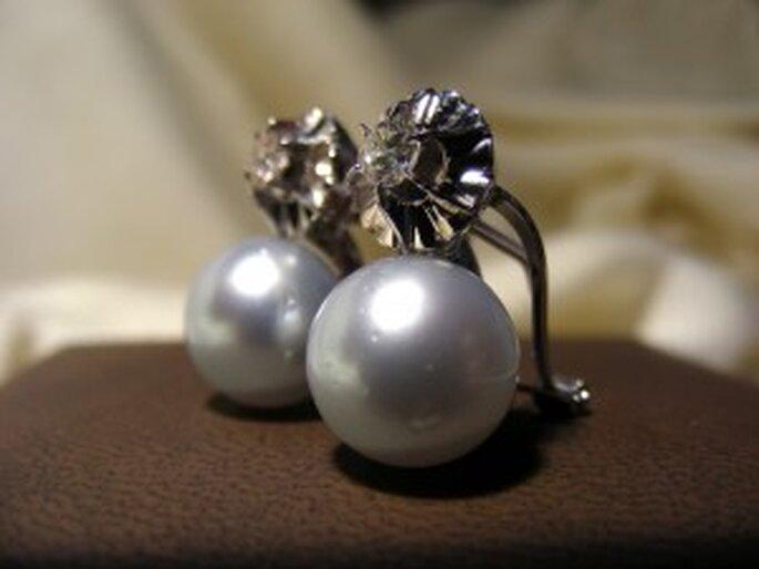 Pendientes cortos de novia con perlas