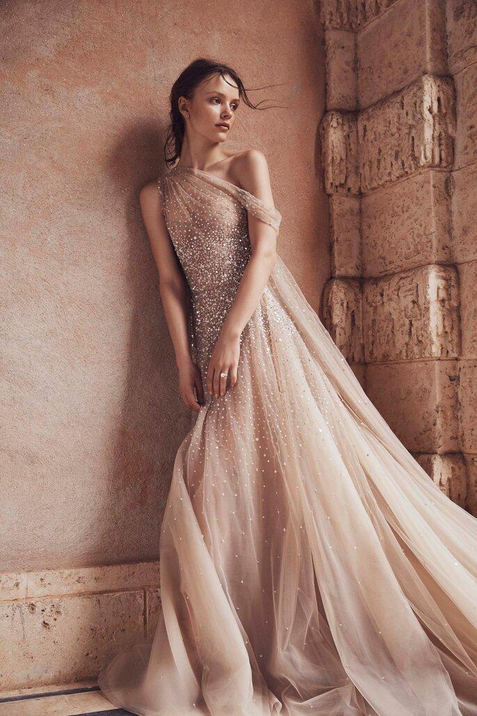 vestido de noiva em tule transparente com brilhantes cor nude