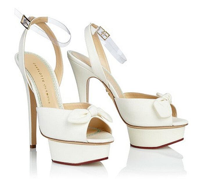 Zapato de novia con plataforma y lazo en la puntera, de Charlotte Olympia. Foto: Charlotte Olympia