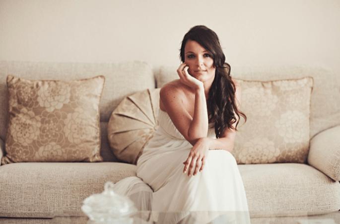 Braut mit halb hochgestecktem Haar. Foto: Fran attitudefotografia.com