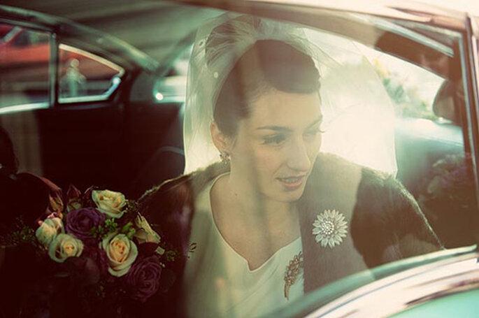 Sposa arriva su di una macchina d'epoca. Foto: We Are The Mastersons