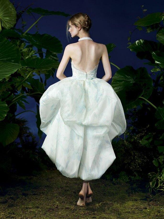 Vestido de fiesta en color blanco con estampados en tono azul celeste y doble falda - Foto YolanCris