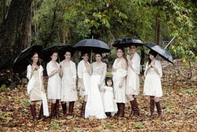 Bereiten Sie auch Ihre Brautfrisur auf schlechtes Wetter vor! Foto: confesionesdeunaboda.blogspot.com
