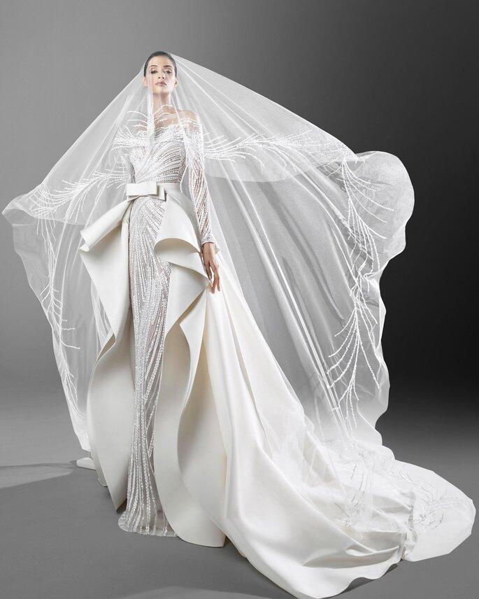 Velo de novia largo y elegante de tul con pedrería de estilo capilla
