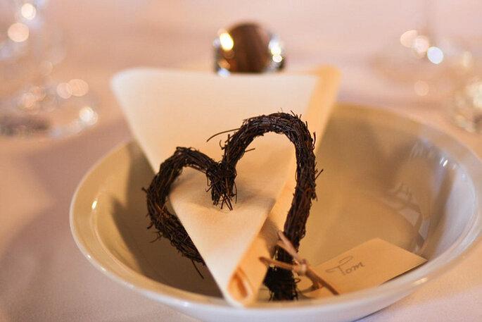 Detalles de corazón en la mesa. Foto: Angi Unruh