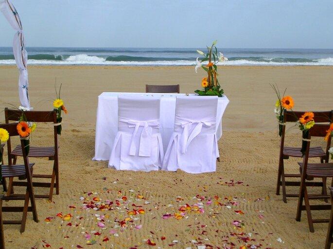 Cérémonie laïque sur la plage : romantisme assuré !