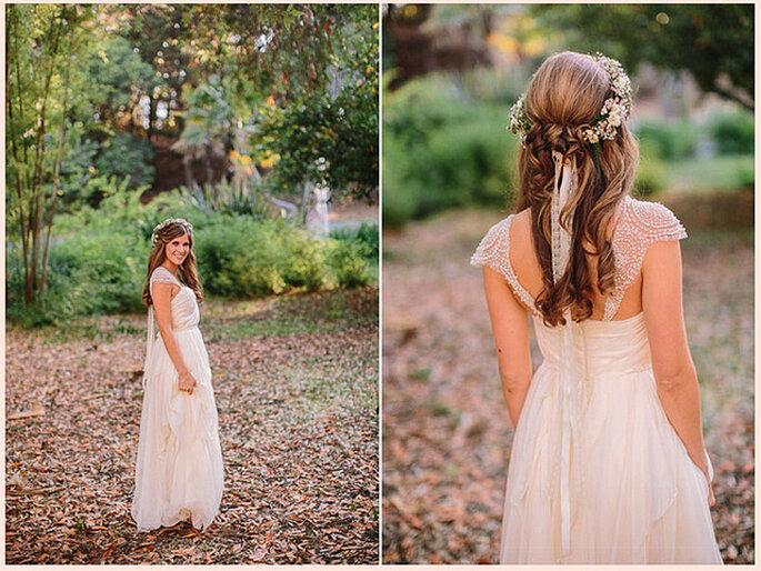 Flores naturales trenzadas al pelo y cascadas de mechones sueltos para un estilo romántico y natural. Foto: Danielle Capito