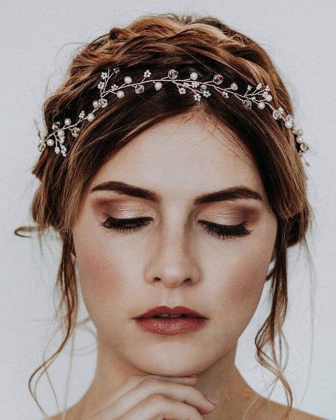 Boho-Brautfrisur hochgesteckt