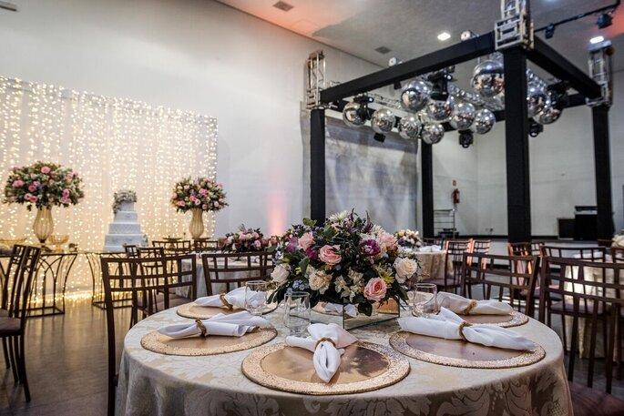 Salão preparado para um lindo casamento