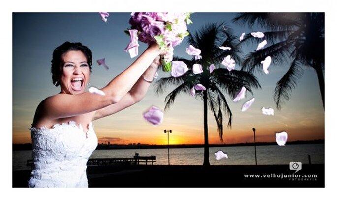 Tradición de lanzar el ramo de novia en las bodas. Imagen Velho Junior