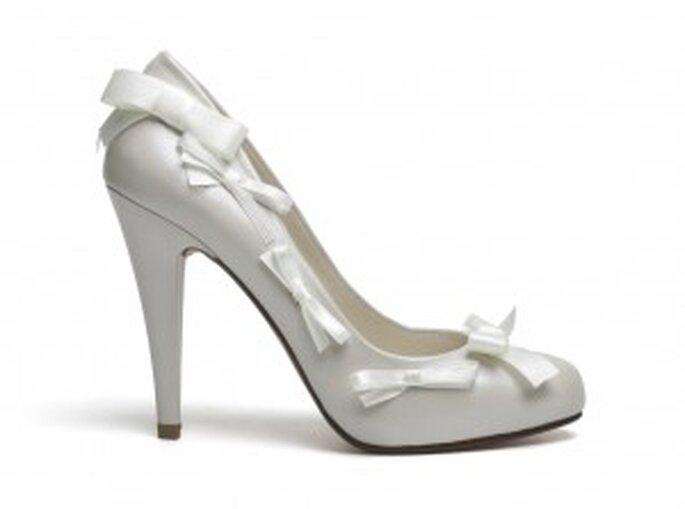 Zapato salón con lazos para novia de Lodi