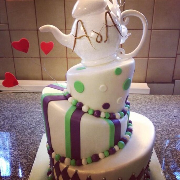tort ślubny z dzbankiem