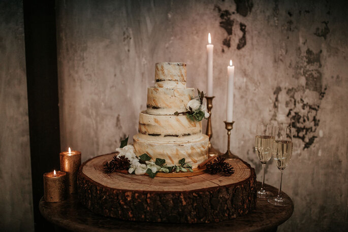 Een prachtige bruidstaart voor de winter wedding. Foto: Bird on your Cake