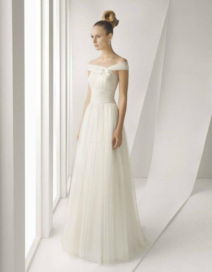 Vestidos de novia Rosa Clará 2012 con líneas depuradas, amplias faldas con movimiento y cinturas marcadas
