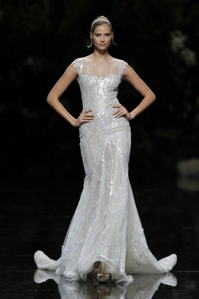 Sexy und glamourös wirken die Modelle bei Pronovias – Foto: Desfile PRONOVIAS