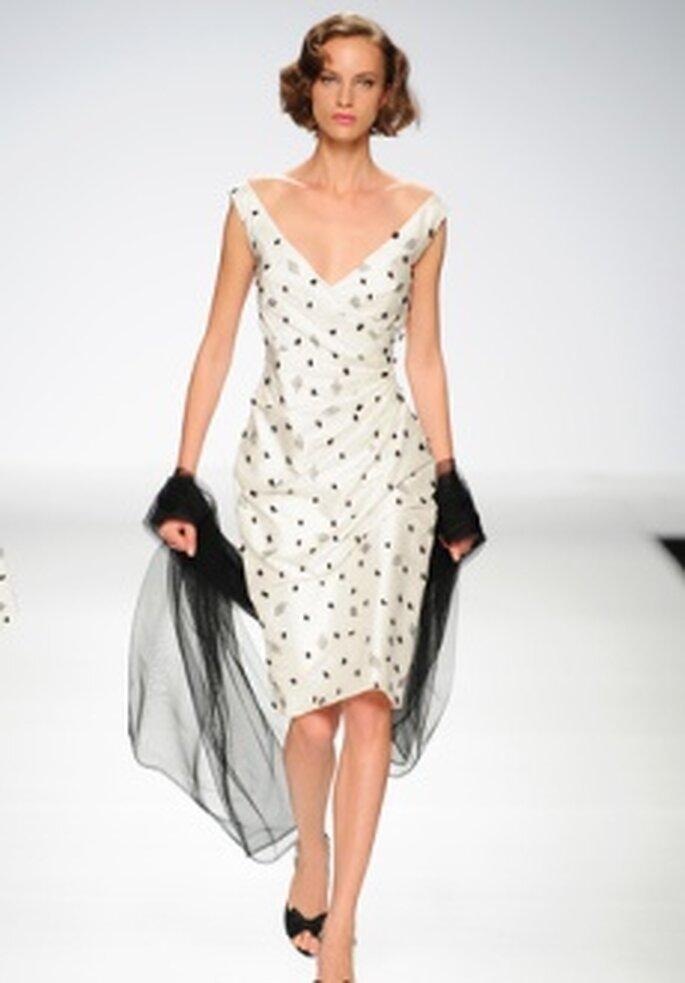Cymbeline 2011 - Vestido corto en seda, talle ajustado, escote en V