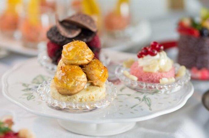 Miniaturas para Mesa de Café - (Gostosuras do Chef) Mini Carolinas, Torta brownie com framboesas, Mini Cake de Coco e Cassis. TROCAR FOTO