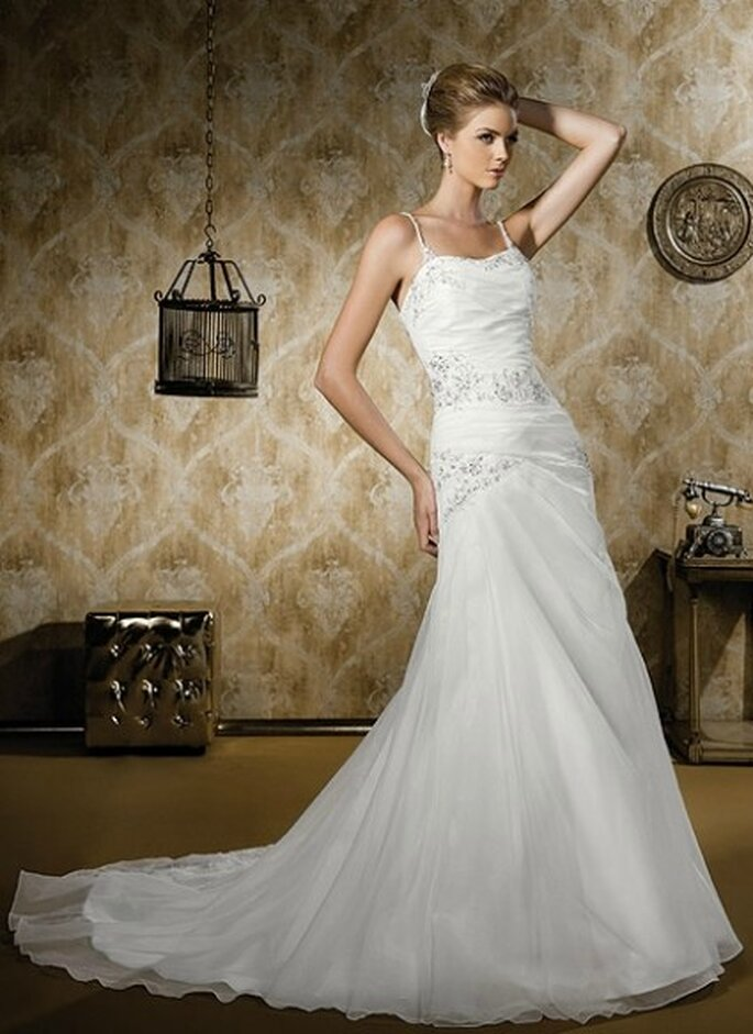Vestido sencillo de escote corazón y silueta de sirena. Bridenformal